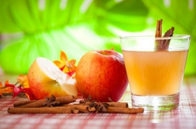 एप्पल साइडर विनेगर: रखे आपकी सेहत और सुन्दरता का ख्याल (10 Amazing Health and Beauty Benefits of Apple Cider Vinegar)