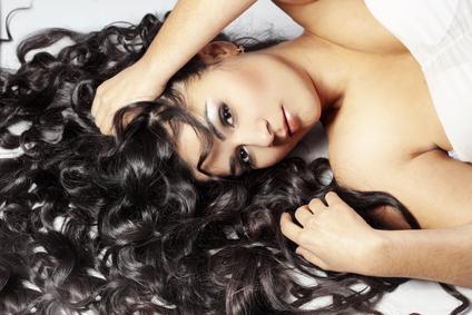 बालों का झड़ना कम करें : How to Treat Hair Fall Naturally