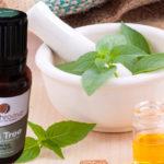 Hairs और Skin के लिए टी ट्री ऑइल के फायदे (Benefits of Tea Tree Oil for Skin and Hairs)
