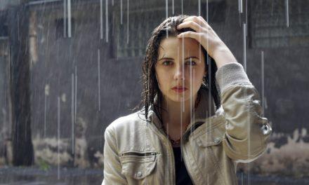 बारिश में रखें बालों का ज्यादा ख्याल ( Hair Care Tips in Monsoon, Baris me Baalon ka Khyaal)