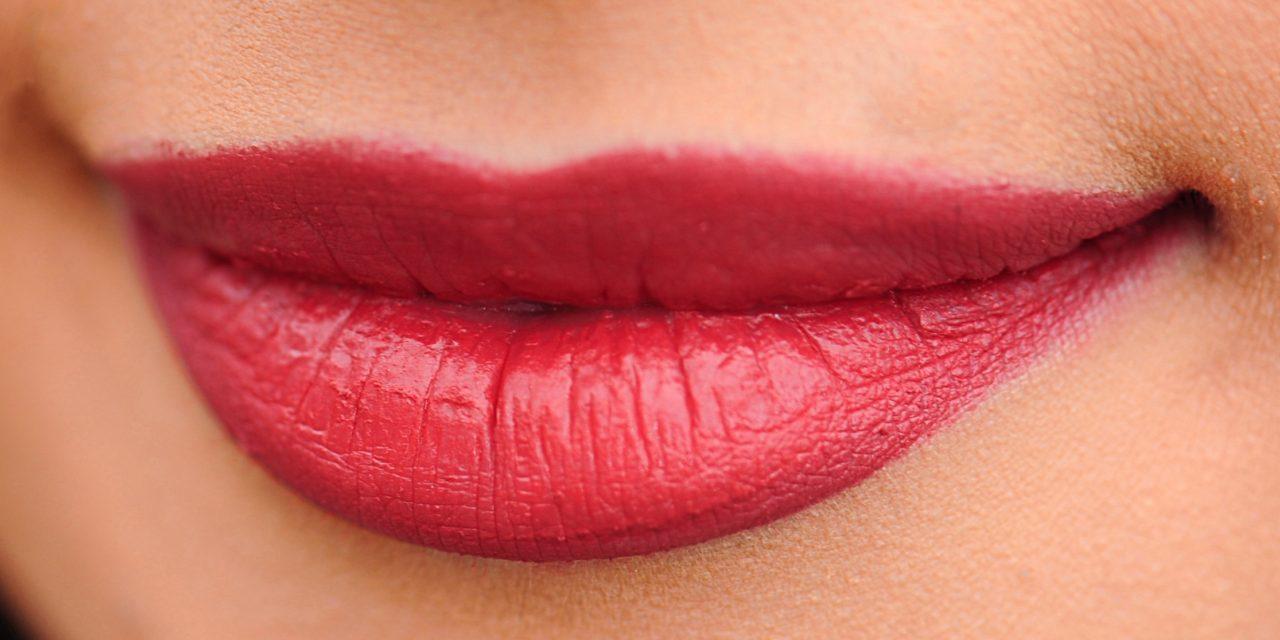 पायें कोमल, मुलायम और गुलाबी होंठ : Home Remedies For Soft and Pink Lips